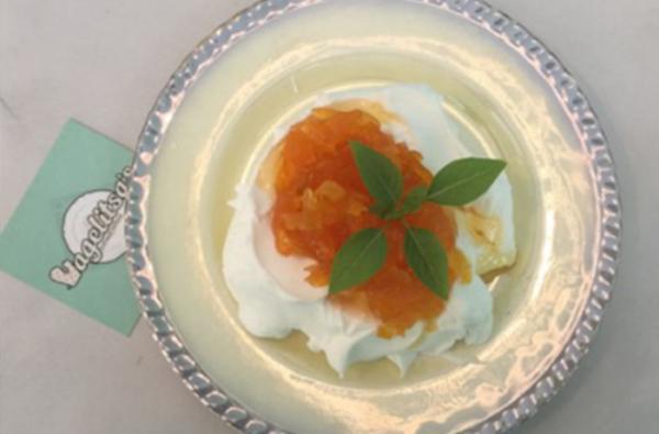 Επιδόρπιο γιαουρτιού με γλυκό καρότο