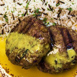 Μπιφτέκια μοσχαρίσια με άγριο ρύζι
